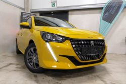 peugeot 208 active pack 100cv eat8 jaune faro